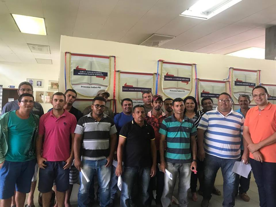 SECRETÁRIA DE EDUCAÇÃO SE REÚNE COM MOTORISTAS DA REDE MUNICIPAL DE ENSINO