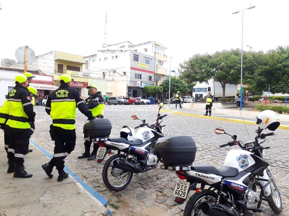 DEMUTRAN ALERTA MOTORISTAS PARA MAIOR ATENÇÃO ÀS REGRAS DE TRÂNSITO NAS PRINCIPAIS RUAS E AVENIDAS DA CIDADE