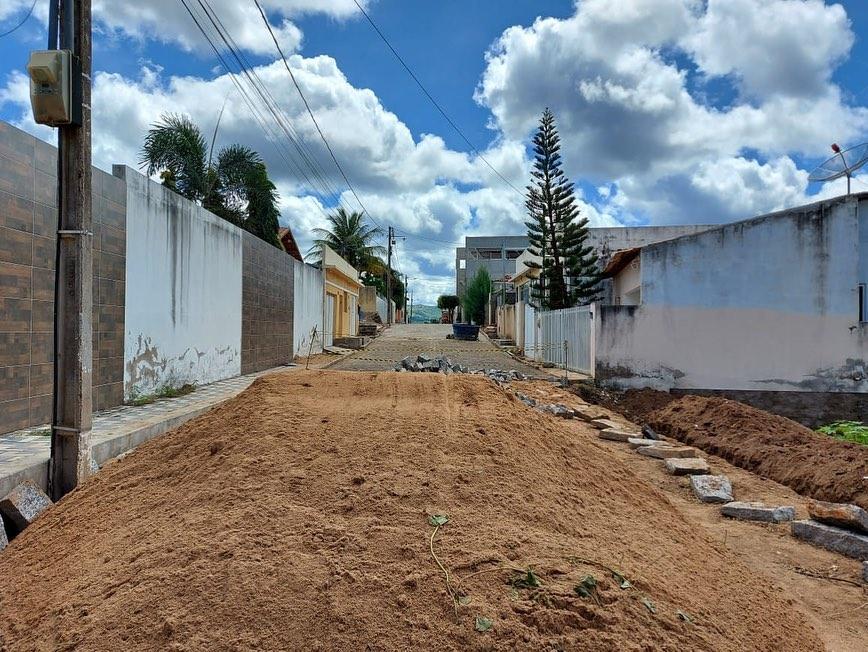 OBRAS: PREFEITURA PAVIMENTA RUA GENEROSA GOMES DE LIMA
